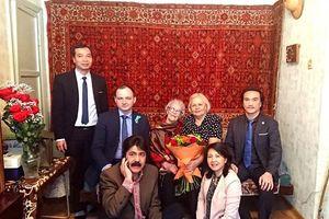 Nữ nghệ sỹ múa Nga và chiếc mũ lá quà tặng của Bác Hồ