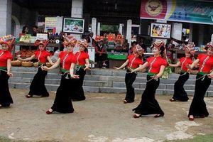 Đa dạng 'Sắc màu các dân tộc Việt Nam' tại Làng dịp tháng 4