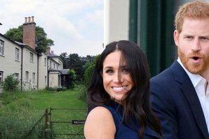 Hoàng tử Anh và công nương Meghan Markle lỡ hẹn chuyển nhà mới