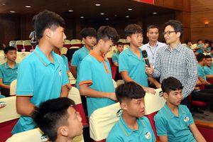 Phó Thủ tướng Vũ Đức Đam thăm trung tâm đào tạo bóng đá trẻ