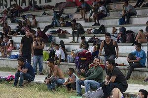 'Mẹ' của các đoàn người di cư sắp đến Mexico, Mỹ dọa đóng cửa biên giới