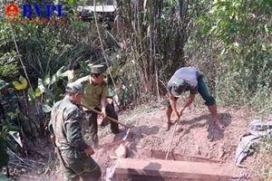Phát hiện ba hầm gỗ chứa hơn 100 phách gỗ mun gần VQG Phong Nha -Kẻ Bàng