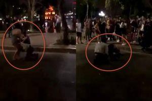 Clip bạn gái đi chơi với trai lạ ở Hà Nội, thanh niên cầm dao khóc và quỳ níu chân