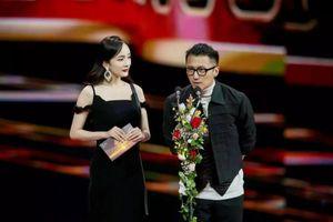 Không bị ảnh hưởng bởi tin đồn thất thiệt, Tạ Đình Phong cùng 'thiên hậu' Vương Phi hẹn hò bên nhau