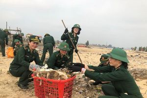 Bộ đội Biên phòng Quảng Bình ra quân làm sạch môi trường biển