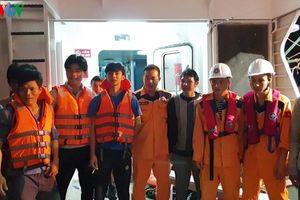 Cứu tàu cá cùng 16 thuyền viên gặp nạn trên biển