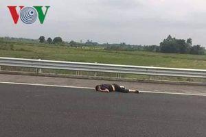 Lật xe trên cao tốc Hải Phòng- Hạ Long làm 3 người bị thương