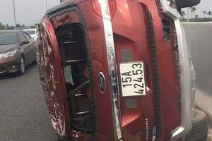 Tai nạn thương tâm: Tài xế xe ô tô văng xuống đường tử vong