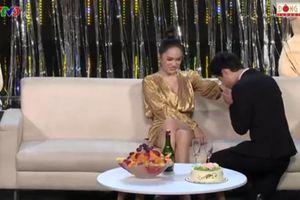 Hương Giang liên tục được tỏ tình ngay trên sóng truyền hình