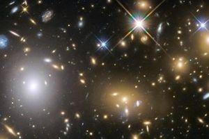 Khám phá kinh ngạc hạt ánh sáng phát ra trong vũ trụ