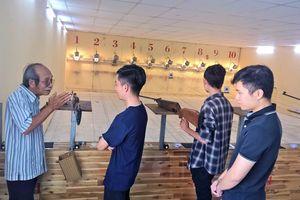 Người lính Vị Xuyên truyền nghề bắn súng cho giới trẻ