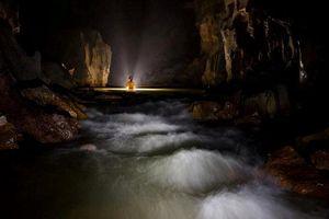 Thám hiểm sông ngầm bên trong hang Sơn Đoòng