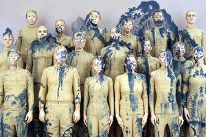 Giấu 20 người trong bức tranh huyền thoại