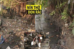 Nín thở dọn rác ở dòng kênh đen như mực giữa Sài Gòn