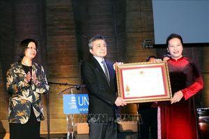 Chủ tịch Quốc hội Nguyễn Thị Kim Ngân gặp gỡ cộng đồng người Việt Nam tại Pháp