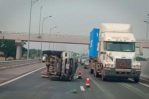 Quảng Ninh: Liên tiếp lật xe trên Cao tốc Hạ Long - Hải Phòng