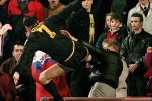 Nhìn lại pha kungfu của Cantona với CĐV 20 tuổi