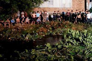 Nam thanh niên cướp dây chuyền sa lưới sau 10 giờ lẩn trốn dưới dòng kênh đục ngàu