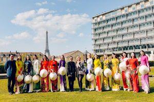 Siêu mẫu Quốc tế diện áo dài Việt, gây ấn tượng trên quảng trường Unesco của Pháp