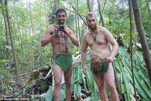 CLIP: Khách Tây đóng khố bằng lá cây, thử sống như 'người rừng' gần 1 tháng