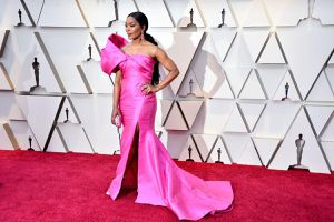 Cơn bão thời trang màu hồng cuốn phăng từ mỹ nhân Hollywood đến sao Việt