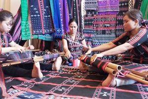 Hồi sinh và phát triển làng nghề tại Festival nghề truyền thống Huế 2019