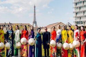 Áo dài Việt khoe sắc trên quảng trường UNESCO của Pháp