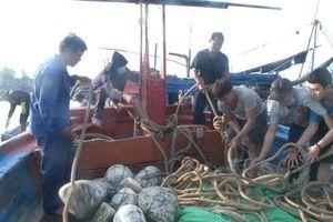 Bảy ngư dân Quảng Ngãi gặp nạn ở Hoàng Sa được ứng cứu kịp thời