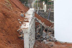Nghệ An: Sập kè chống sạt lở đất làm 4 người bị thương