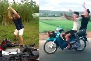 YouTuber nổi tiếng bắt chước Khá Bảnh đập nát xe, 2 thanh niên xăm trổ té xe vì múa quạt