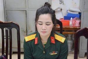 Nữ quân nhân mang hàm Đại tá 'rởm' khai mặc quân phục để chụp ảnh khoe mẽ