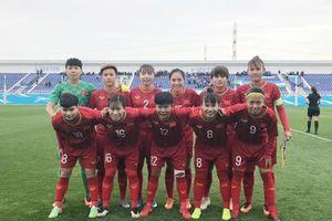 Thắng kịch tính chủ nhà Uzbekistan, Việt Nam đứng đầu bảng B