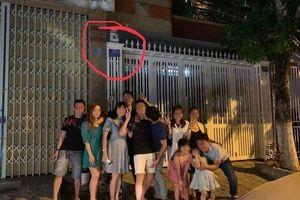 Tranh cãi gay gắt việc nhiều bạn trẻ check in, giễu chợt trước nhà cựu Viện phó VKS sàm sỡ bé gái trong thang máy