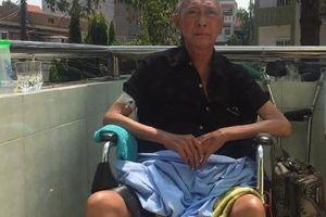 Sau gần 1 năm chống chọi với ung thư phổi, nghệ sĩ Lê Bình bị liệt nửa người, ngồi xe lăn