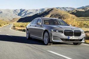 Ngược với Mercedes, BMW quyết định sử dụng động cơ V12 mạnh mẽ thêm 4 năm nữa