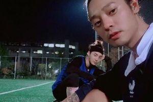 Hàn Quốc: Lộ diện ca sĩ Roy Kim từng ham hố chat sex cùng Jung Joon Young