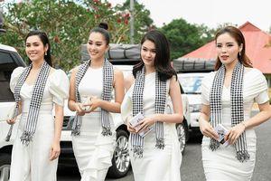 Hoa hậu Tiểu Vy bật khóc chia sẻ áp lực nổi tiếng khi mới 19 tuổi