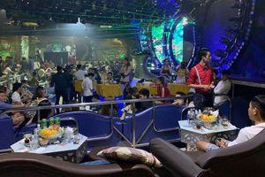 Cảnh sát bao vây quán bar ở Sài Gòn, phát hiện gần 150 'dân chơi' nghi phê ma túy