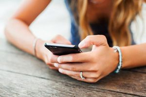 Chuyện gì sẽ xảy ra nếu những gì chúng ta nhắn tin trở thành sự thật?