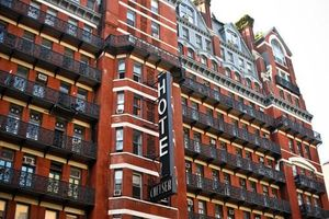Chuyện kinh hoàng ở khách sạn ma đáng sợ nhất New York