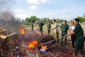 BĐBP Bình Phước tiêu hủy hàng hóa nhập lậu từ Campuchia về Việt Nam