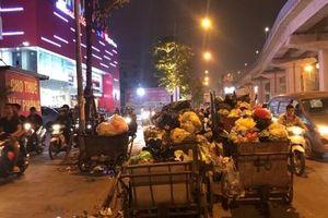 Hà Nội 'ngột ngạt' vì nạn tập kết, vứt rác thải bừa bãi
