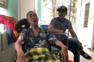 Lê Bình nằm hành lang bệnh viện, vất vả tìm người chăm sóc