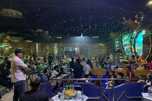 Hàng trăm dân chơi phê ma túy trong quán bar ở Sài Gòn