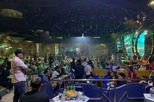 TPHCM: Cảnh sát đột kích quán bar, 150 dân chơi nhốn nháo