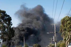 Australia: Khói lửa ngùn ngụt trong vụ cháy nổ nhà máy xử lý chất thải