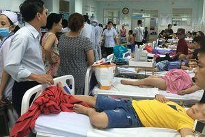 Hơn 30 học sinh tiểu học ở TP HCM nhập viện nghi do ngộ độc thức ăn