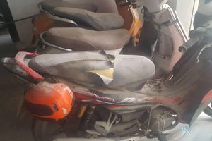 Hà Nội: Hàng loạt xe máy để trong chung cư bị kẻ gian phá hoại