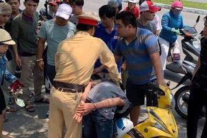 Cảnh sát giao thông bắt hai đối tượng cướp giật
