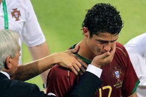 Nhìn lại giọt nước mắt của Ronaldo ở trận đấu bạo lực tại World Cup